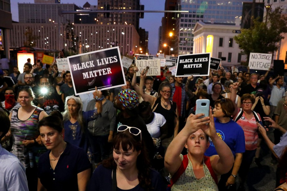 Les manifestants ont tenu cette manifestation pour dénoncer... (Photo Christian Gooden, AP/St. Louis Post-Dispatch)
