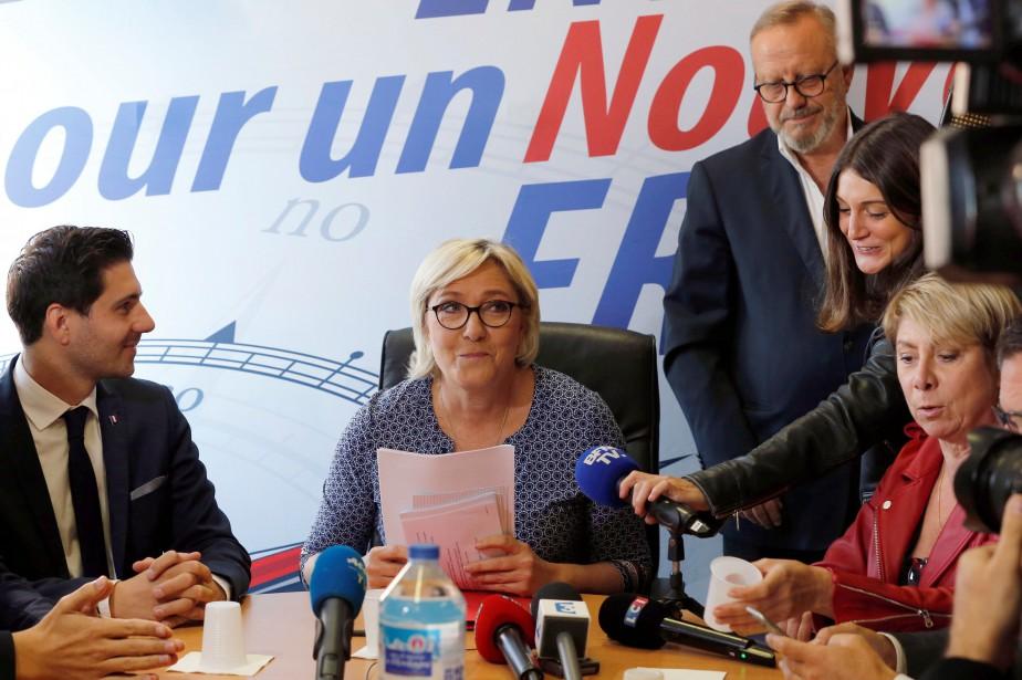 Marine Le Pena entamé samedi une tournée de... (Photo Regis Duvignau, REUTERS)