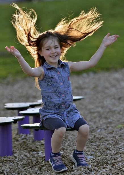 Une simple sortie au parc avec sa fille Justine peut... | 2017-09-24 00:00:00.000