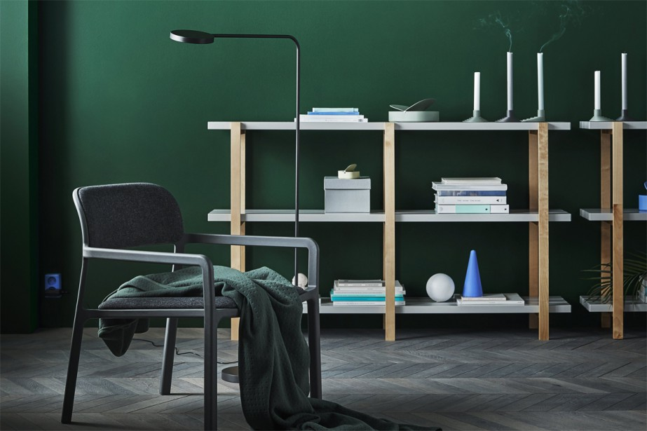 En colonne ou dans sa version basse, l'étagère Ypperlig, en bouleau massif verni et en acier peint en blanc, partage un air de famille avec le modèle Woody de HAY à un prix dégraissé (129$). (Photo fournie par IKEA)