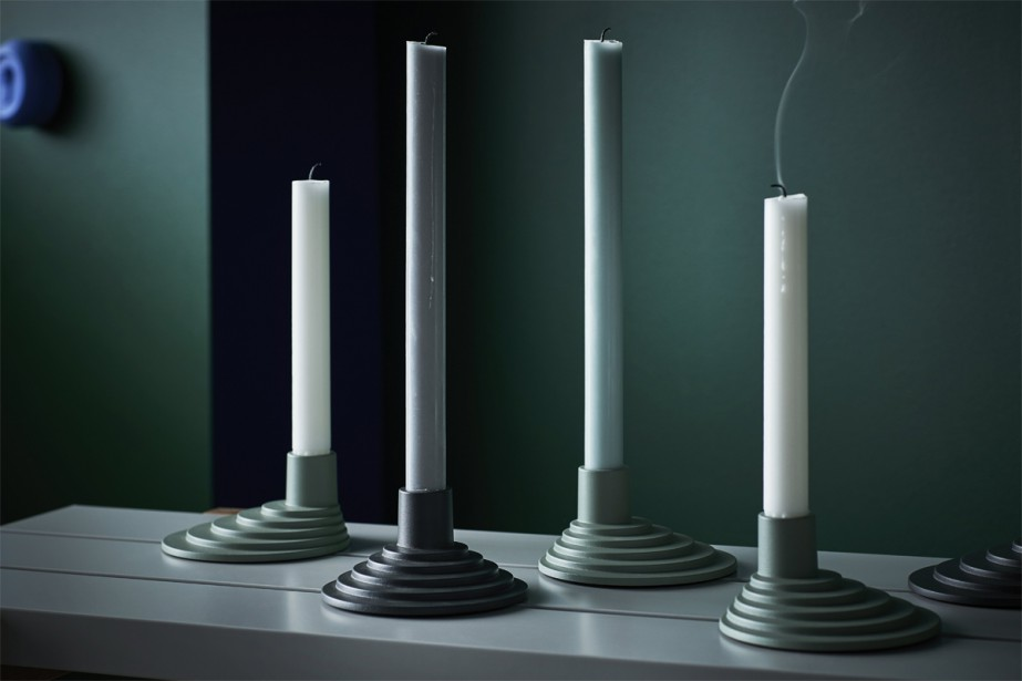 Pour traverser l'hiver, on s'inspire des Scandinaves et on disperse des bougeoirs dans la maison. Les modèles en aluminium peint vert pâle, vert sauge et gris anthracite dessinés par HAY se posent en groupe pour une installation artistique ou seuls pour un effet poétique. (Photo fournie par IKEA)