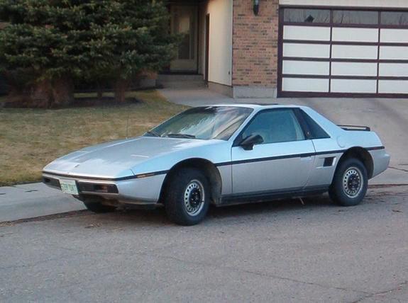 <strong>Sa pire voiture -</strong> Une Fiero 1986. Ce n'était pas la sienne, un voisin en avait une. Neev et ses amis la trouvaient laide et, entre eux, «tête de Fiero !» est même devenu une insulte. ()