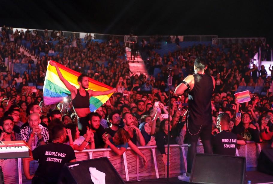 L'affaire du drapeau arc-en-ciel brandi lors du concert... (PHOTO REUTERS)