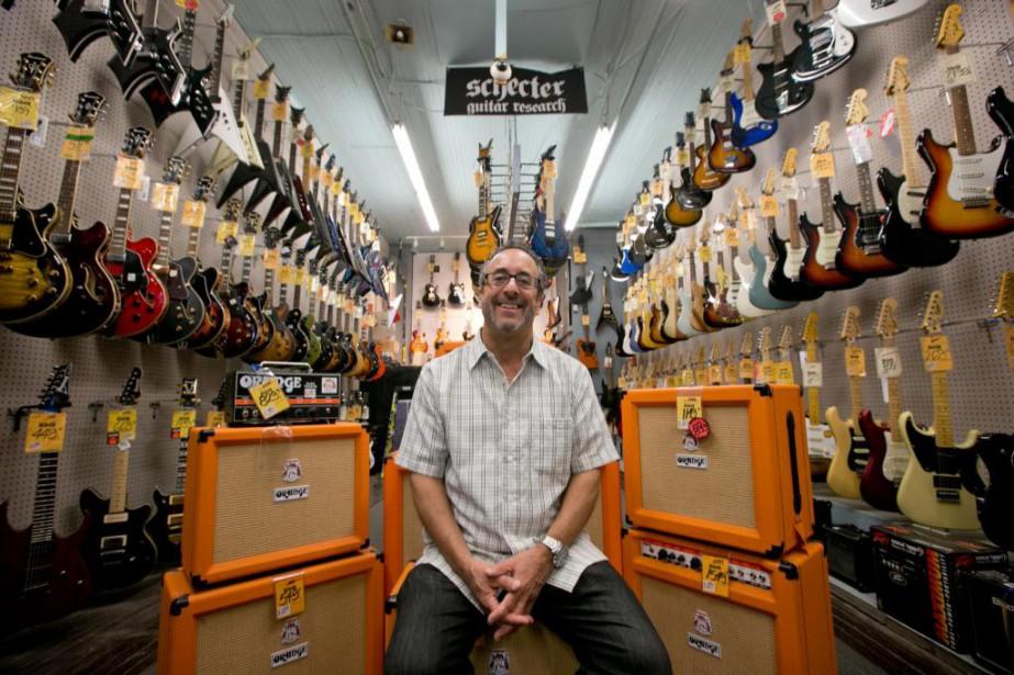 Sheldon Sazant, gérant de Steve's Music, est un... (Photo David Boily, La Presse)