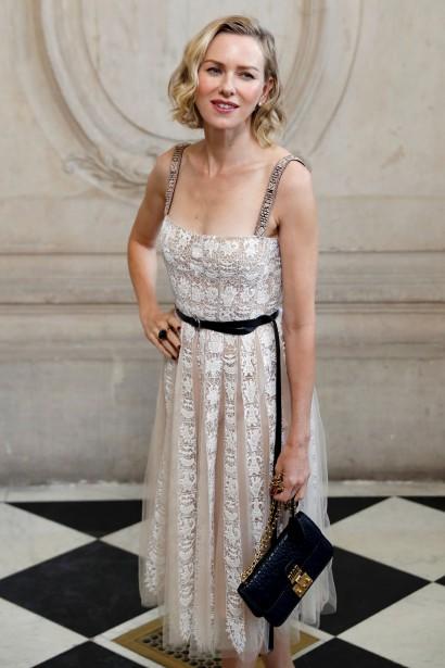 L'actrice Naomi Watts pendant une séance photo précédant le défilé de la collection de Christian Dior | 27 septembre 2017