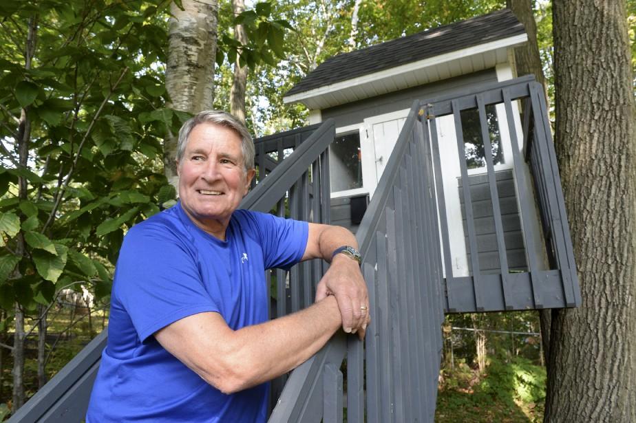Guy Angers a fait construire cette cabane dans les arbres pour son fils Édouard, 9 ans. Impossible d'y entrer le jour de l'entrevue, la clé était bien cachée. | 27 septembre 2017