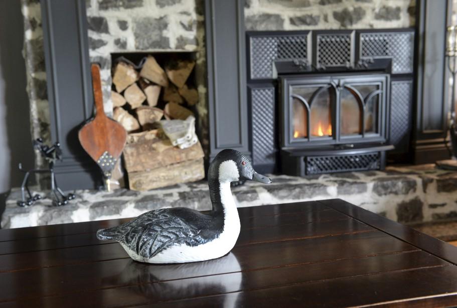 Depuis qu'il est enfant, Guy Angers aime les canards de bois. Sa collection comprend des pièces qui viennent de partout au Québec et en Ontario. | 27 septembre 2017