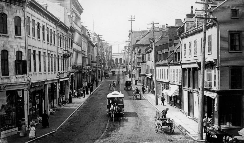 La rue Saint-Jean en direction ouest, dans le Vieux-Québec. En... | 2017-09-30 00:00:00.000