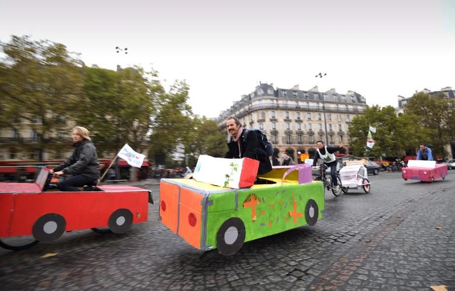 Les rues de Paris avaient une allure différente dimanche. | 2 octobre 2017