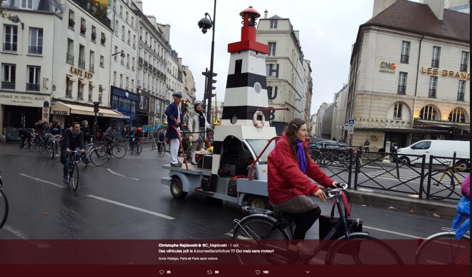 Ces enthousiastes avaient monté un char allégorique avec un thème maritime. (Photo tirée du compte Twitter de Cristophe Najdowski)