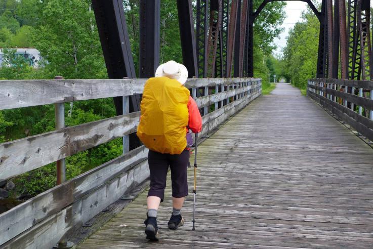 Un marcheur sur les chemins du Québec.... (Photo fournie par Hélène Grenier)