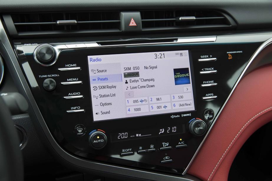 Entune 3.0 donne plusieurs informations sans doute (y compris les prix du carburant où vous vous trouvez), mais sa fonctionnalité mains libres (Bluetooth) est exécrable. ()