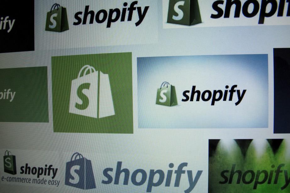 Shopify est une plateforme électronique qui permet à... (photo Mike Blake, archives REUTERS)
