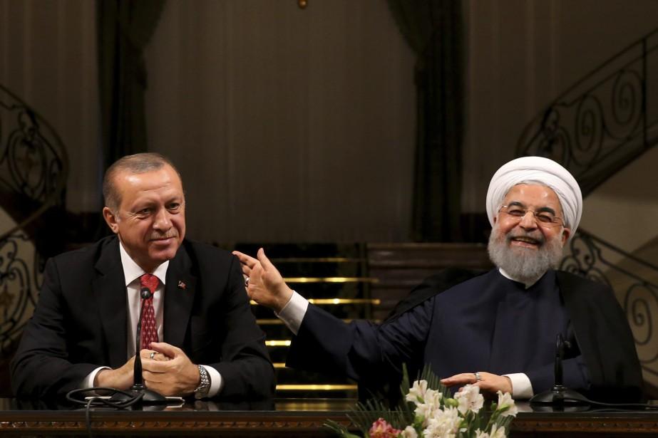 Le président turque Recep Tayyip Erdogan aux côtés... (PHOTO AP/PRÉSIDENCE IRANIENNE)
