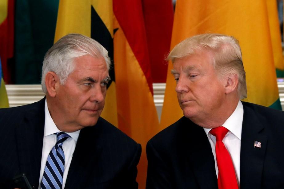 Le secrétaire d'État américain Rex Tillerson aux côtés... (PHOTO Kevin Lamarque, ARCHIVES REUTERS)