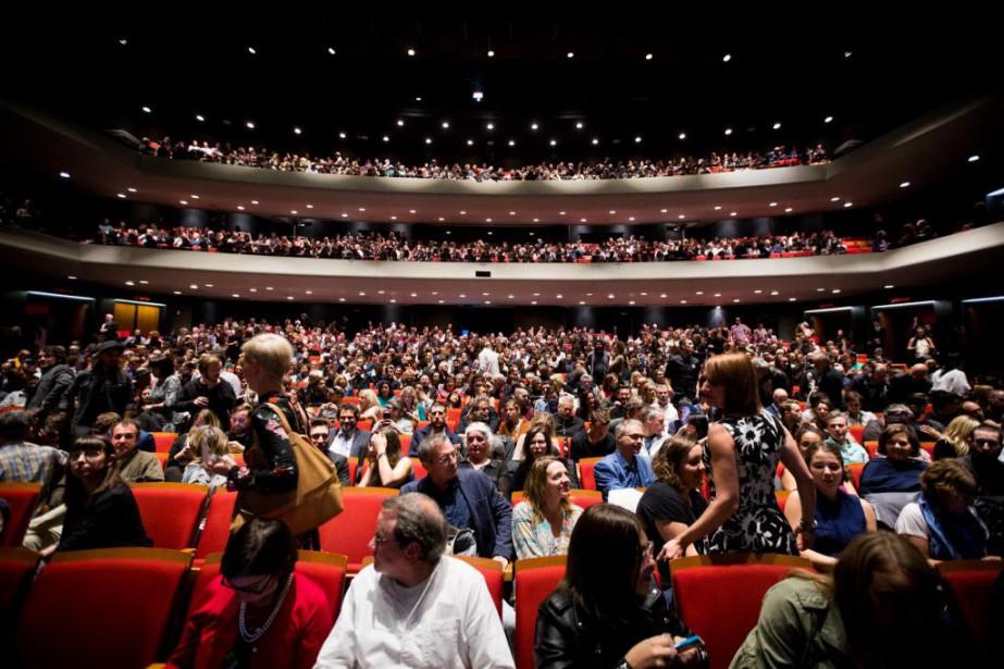 La soirée d'ouverture du FNC fut très courue. Le Théâtre Maisonneuve a affiché complet pour cette projection exceptionnelle de Blade Runner2049 .Allié d'un festival qui a beaucoup contribué à sa culture cinématographique, Denis Villeneuve avait insisté auprès des grands studios pour que son nouveau film y soit soit présenté. | 5 octobre 2017