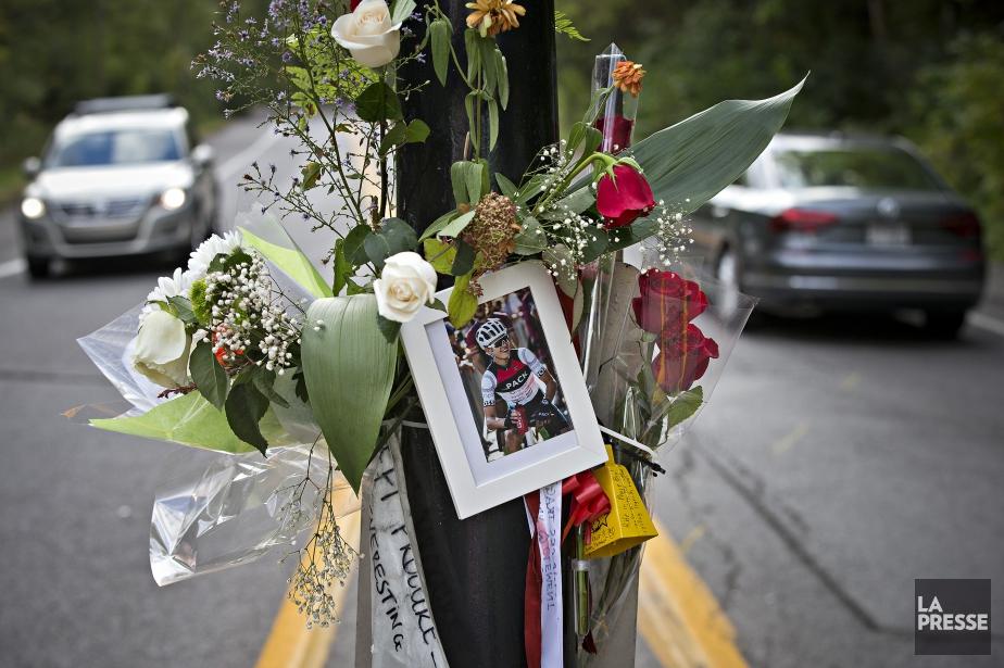 Des fleurs ont été déposées sur la voie... (Photo Patrick Sanfacon, archives La Presse)