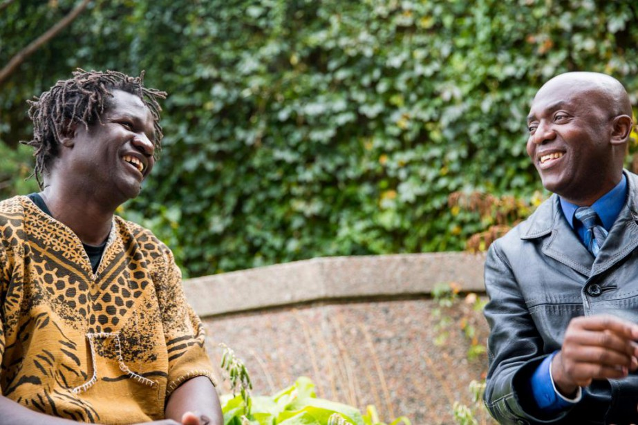 L'humoriste d'origine sénégalaise Boucar Diouf et John Nyembo... (Photo Marco Campanozzi, La Presse)