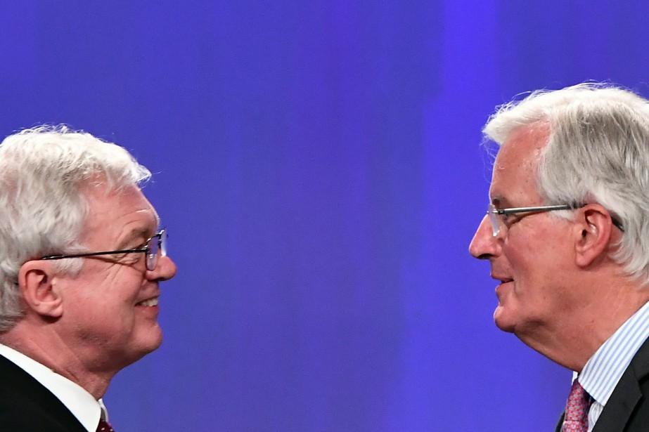 David Davis et Michel Barnier... (Photo Emmanuel Dunand, archives Agence France-Presse)