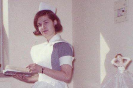 L'infirmièreAuriette Breton portant son uniforme de travail, en... (photo fournie par leCentre hospitalier de l'Université de Montréal)