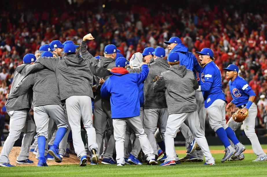 Les joueurs des Cubs de Chicago célèbrent après... (Photo Brad Mills, USA Today Sports)