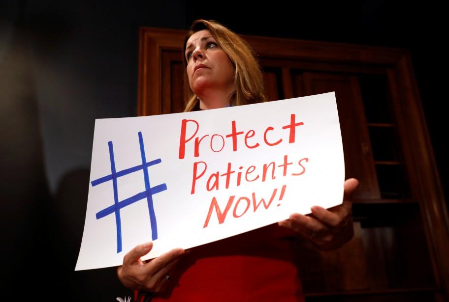 Une femme manifeste au Capitole son soutien à... (ARCHIVES REUTERS)