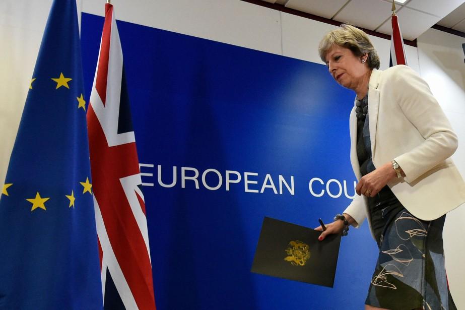 La première ministre britannique Theresa Mayaimerait obtenir une... (Photo JOHN THYS, AFP)