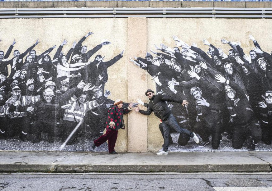 Agnès Varda et JR devant l'une de leurs... (Photo fournie par MK2 | Mile End)