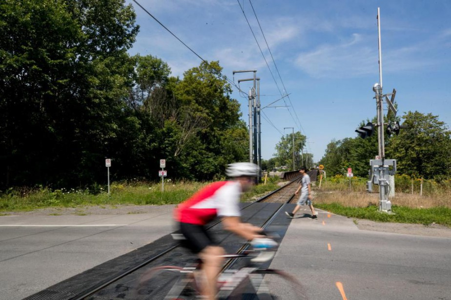 Le REM, système léger sur rail de 67... (Photo Marco Campanozzi, Archives La Presse)