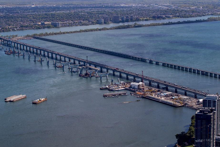 Le nouveau pont Champlain doit officiellement être mis... (PHOTO YVES TREMBLAY, PHOTO HÉLICO)