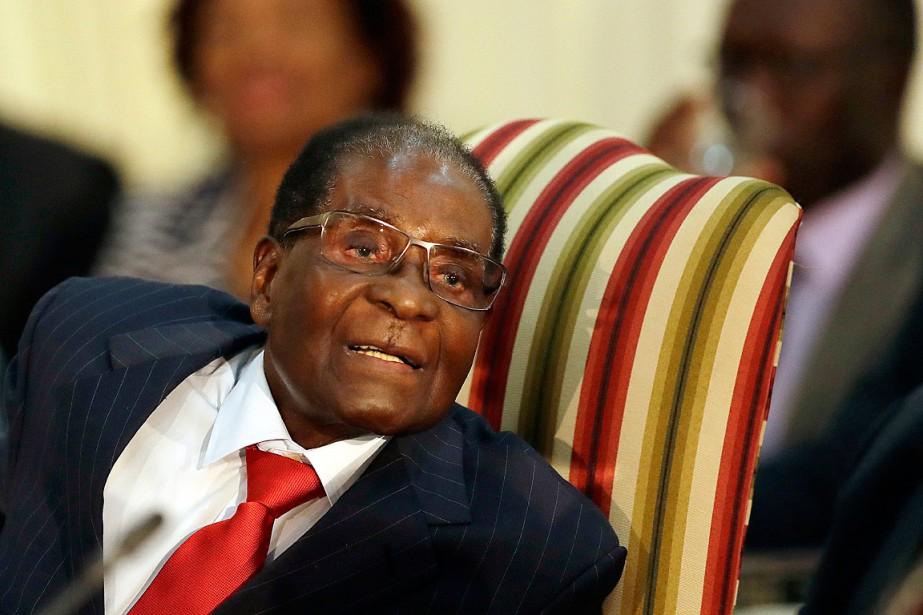 Le président du Zimbabwe, Robert Mugabe.... (ARCHIVES AP)