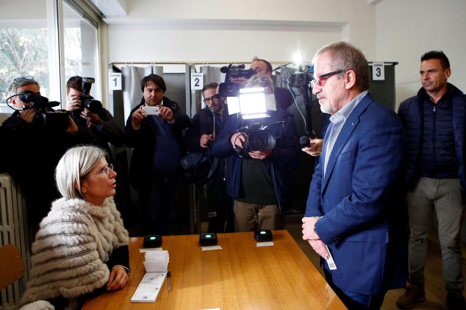 Le président de la Lombardie, Roberto Maroni, dans... (PHOTO REUTERS)