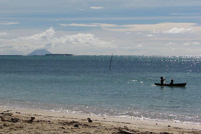 Tinakula, dont le volcan se réveille régulièrement, comptait...