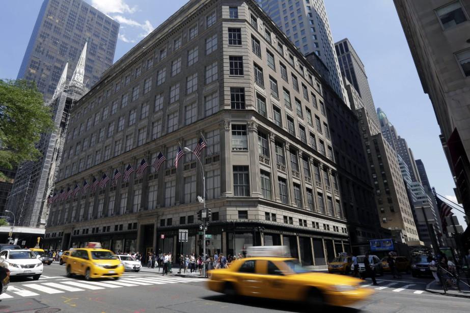L'édifice Lord & Taylor Fifth Avenue à New... (AP)