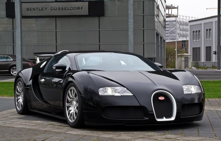 LA VOITURE DE SES RÊVES - Une Bugatti Veyron noir mat, avec son look «qui fait qu'on ignore si elle est très belle ou vraiment laide».   27 octobre 2017