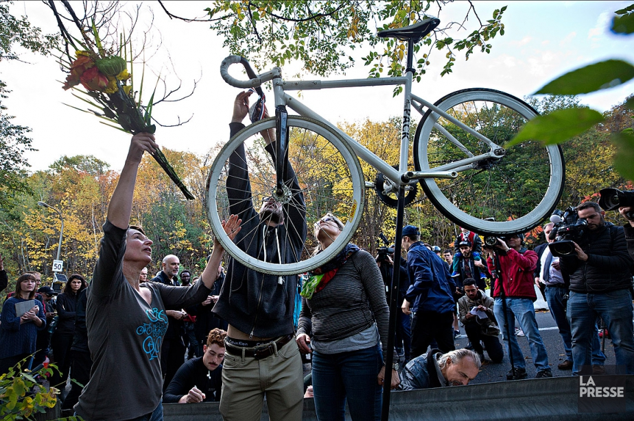 Un vélo fantôme à la mémoire de Clément... (PHOTO PATRICK SANFAÇON, ARCHIVES LA PRESSE)