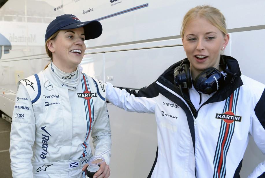 La pilote d'essai Susie Wolff (à g.), de l'écurie Williams, lors de la première journée des essais d'avant-saison 2015 de la F1 au Circuit de Catalogne, près de Barcelone. | 31 octobre 2017