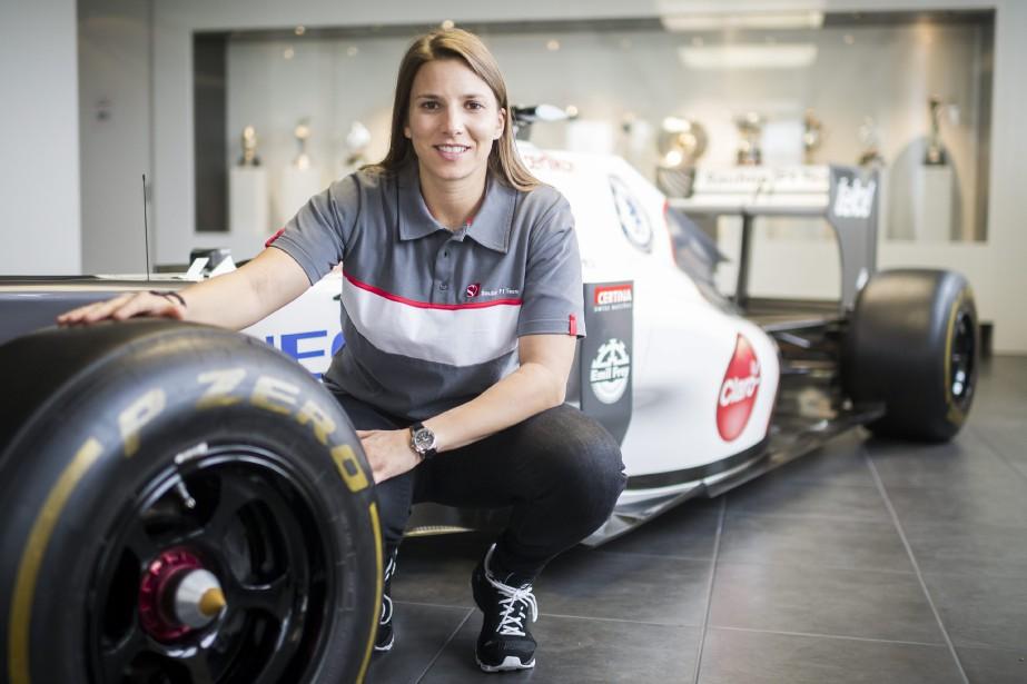La Suissesse Simona de Silvestro, au siège social de l'écurie Sauber à Hinwil, en Suisse, le 14 février 2014. Son parcours comme pilote de développement a pris fin faute de financement. (AP)