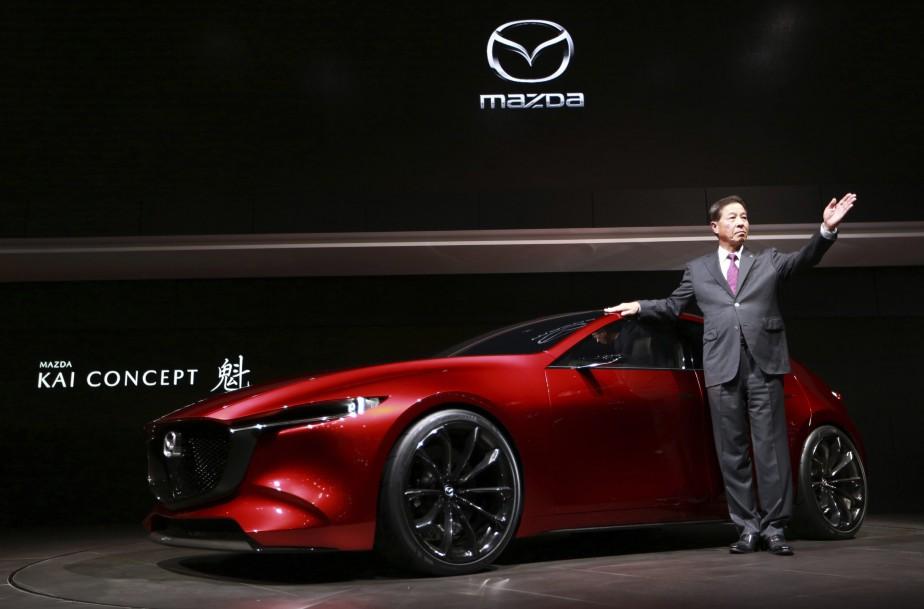 Le prototype Mazda Kai, présenté par le président de MazdaMasamichi Kogai. (AP)
