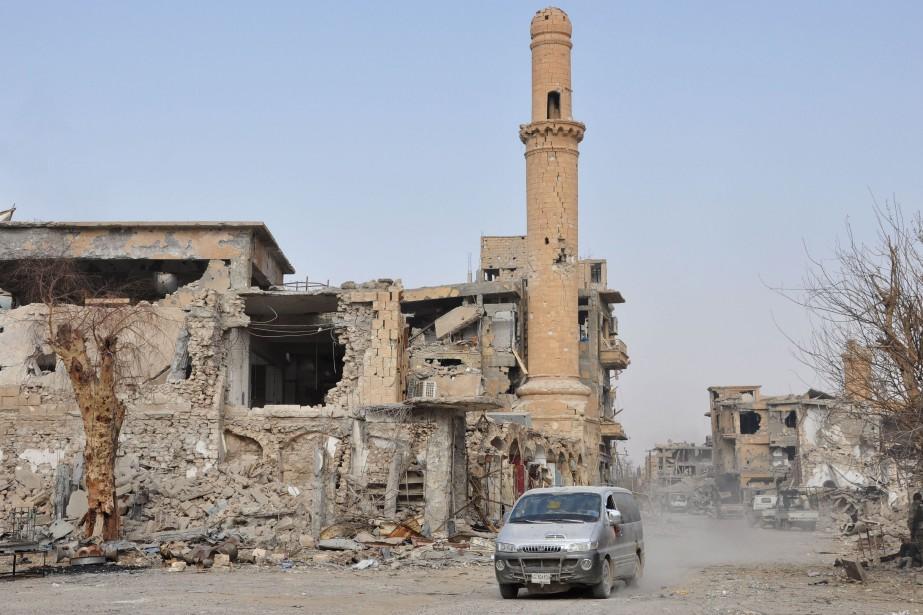 Une mosquée endommagée àDeir Ezzor.... (Photo Agence France-Presse/Stringer)