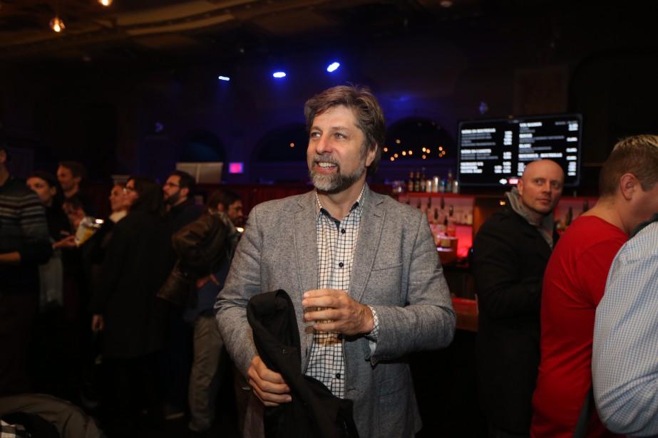 Luc Ferrandez, tout sourire, était présent au rassemblement de Projet Montréal. Il a lui-même été réélu. | 5 novembre 2017