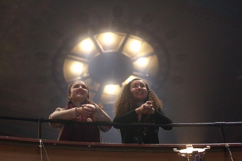 Les visages sont heureux au théâtre Corona, la soirée se déroule très bien pour les candidats de Projets Montréal. Tous les espoirs sont alors permis. | 5 novembre 2017