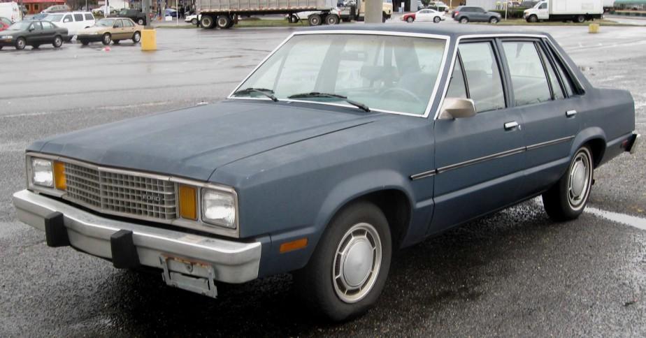 <strong>SA PREMIÈRE VOITURE -</strong>Elle était grosse et laide, la vieille Ford Faimont bleu ciel héritée de son grand-oncle. ()