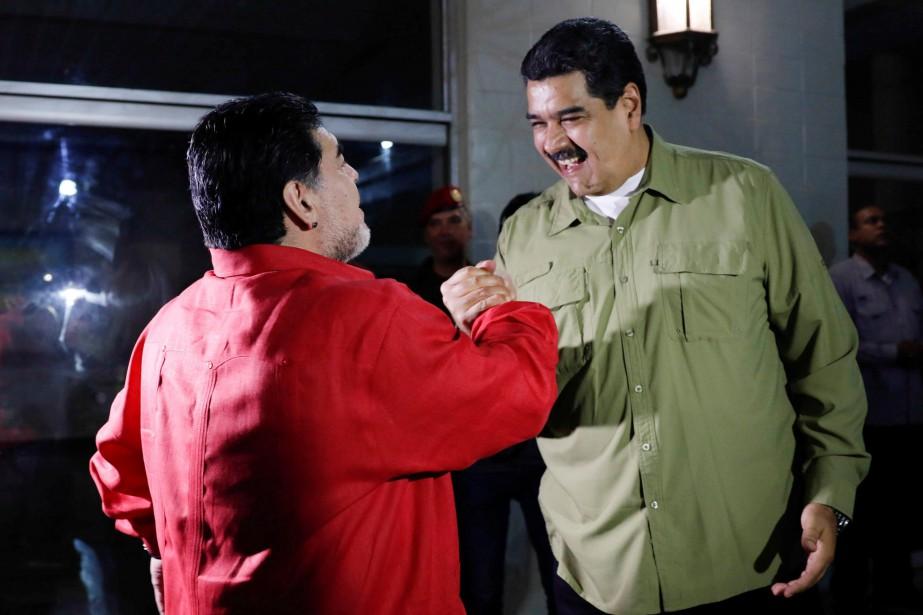 Nicolas Maduro et Diego Maradona ont promis de... (REUTERS)