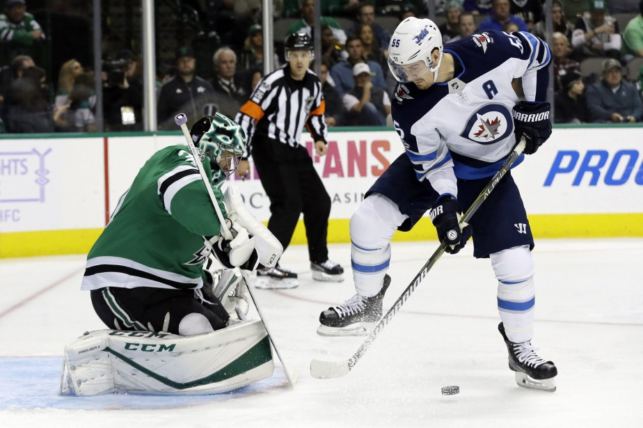 Ben Bishop (30) arrête le tir de Mark... (Photo Tony Gutierrez, AP)