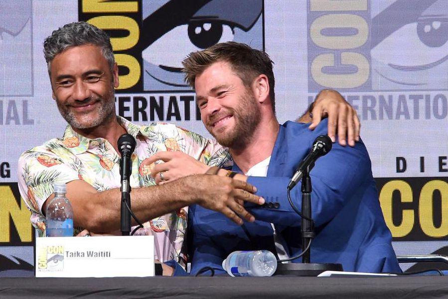 Le réalisateur deThor-Ragnarok,Taika Waititi, et Chris Hemsworth, vedette... (PHOTOKEVIN WINTER, AGENCE FRANCE-PRESSE)