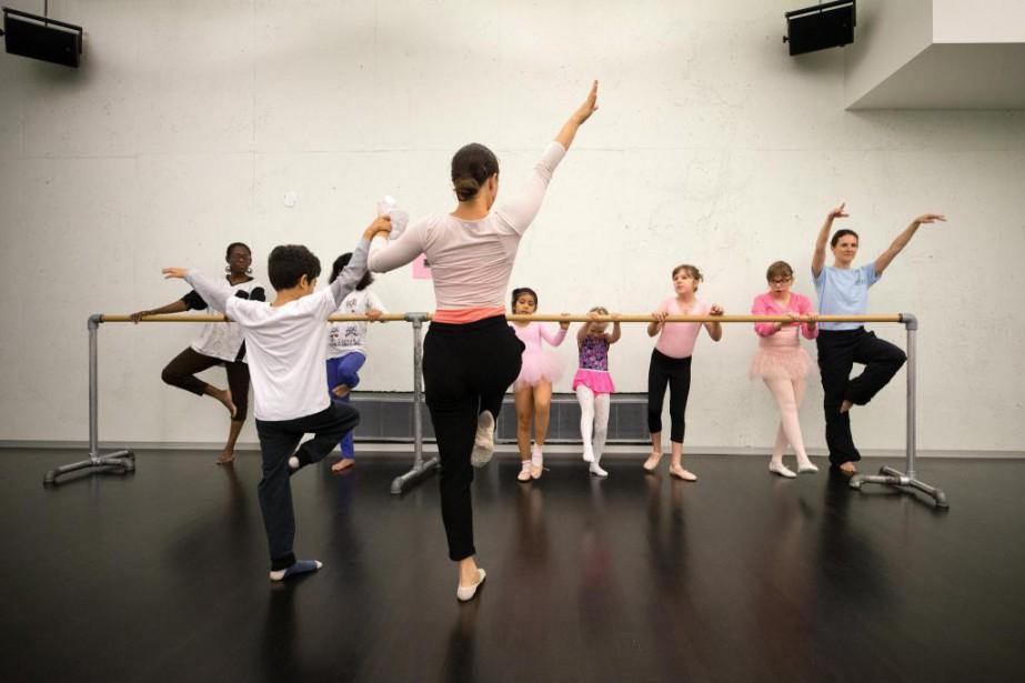 Depuis septembre dernier, lesGrands Ballets offrentdes cours adaptés... (Photo Robert Skinner, La Presse)