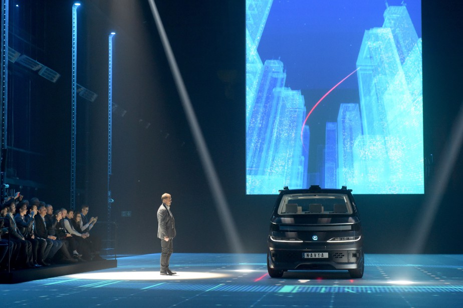 Après le succès de son minibus sans chauffeur, Navya se lance dans le taxi autonome. Navya est un constructeur français, logiquement, son taxi s'appelle «Autonom Cab». (Photo : AFP)