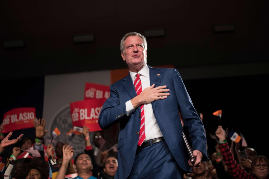 Le maire de New York, Bill de Blasio... (PHOTO JEWEL SAMAD, AFP)