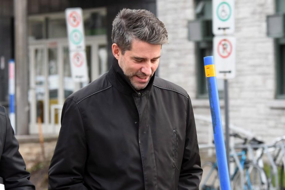 André Boisclair à sa sortie d'un poste de... (Photo Vincent Fradet, PC)